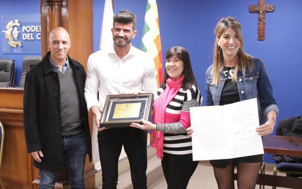 Entrega de reconocimiento a Pablo Gonzalo García Amud desde la legislautra