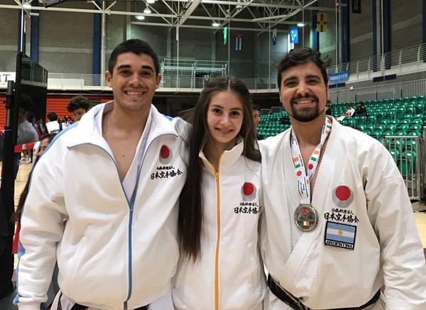 Tres miembros de la Federación Chaqueña de Karate: José Romero (2do. dan) y Ismael Schneider (4to dan).Candelaria Fernández (1er dan);