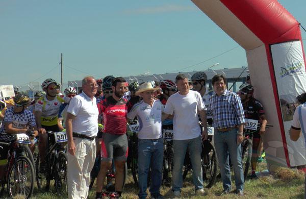 Autoridades antes de la largada del Rally Bike