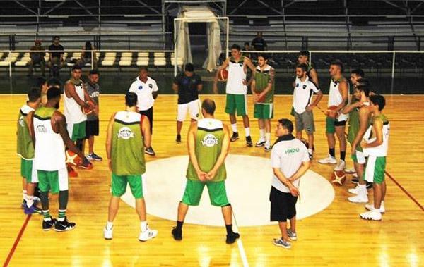 Cuerpo técnico y jugadores de Hindú Club