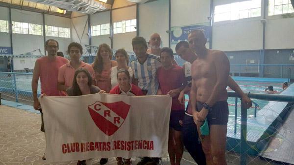 Los veteranos de natación de Regatas Resistencia en Corrientes